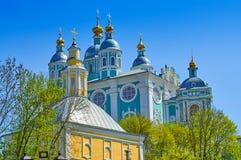 Fragment av domkyrkan av antagandet av den välsignade oskulden i Smolensk, Ryssland arkivbilder