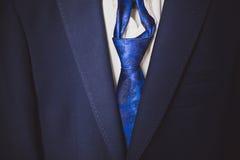 Fragment av dräkten med ett blått band Arkivfoton