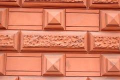 Fragment av en rosa vägg med en prydnad Royaltyfria Bilder