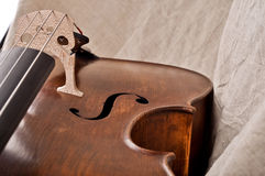 Fragment av en violoncello Royaltyfri Foto