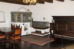 Fragment av ett dekorerat gästrum i klislotten Klistad i Rumänien royaltyfria foton