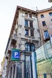 Fragment av ett gammalt hus i Milan Italien 05 05 närbild 2017 Arkivbild