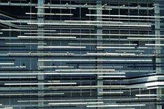 Fragment av fasaden av byggnaden i tekniskt avancerad stil Arkivbild