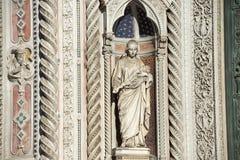 Fragment av fasaden av domkyrkan Santa Maria del Fiore Duomo, Florence, Italien Royaltyfri Fotografi