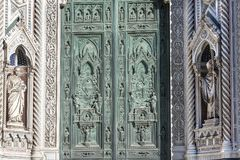 Fragment av fasaden av domkyrkan Santa Maria del Fiore Duomo, Florence, Italien Royaltyfria Bilder
