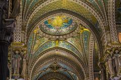 Fragment av fullföljande av basilikan av Notre Dame de Fourviere royaltyfria bilder