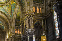 Fragment av fullföljande av basilikan av Notre Dame de Fourviere Arkivfoton