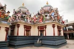 Fragment av garneringar den hinduiska templet Sri Mariamman i Singapore royaltyfri fotografi