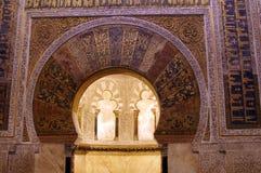 Fragment av inre av den gamla moskén i Cordoba royaltyfria foton