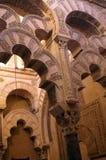 Fragment av inre av moskén i Cordoba, Spanien royaltyfri fotografi