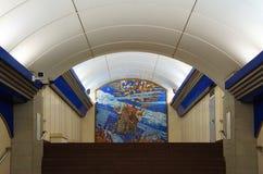 Fragment av inre av stationen för Komendantskiy prospekttunnelbana Royaltyfria Bilder