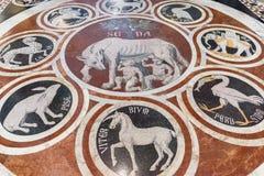 Fragment av marmorgolvet av Siena Cathedral Duomo di Siena Arkivfoto
