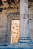 Fragment av parthenonen från akropol av Aten royaltyfri bild
