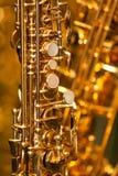 Fragment av saxofonen Arkivbild