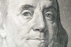 Fragment av sedeln av stora USD 100 Arkivfoton