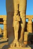 Fragment av statyn av Ramses II i Luxor Egypten Royaltyfri Bild