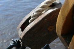 Fragment av utrustning av segelbåten royaltyfria bilder