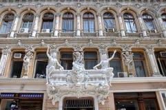 Fragment av väggen av den komplexa `-passage`en med en anmärkningsvärd arkitektur och statyer odessa ukraine Royaltyfria Foton