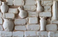 Fragment av väggpaneler som göras av murbruk forntida Gr Arkivfoto