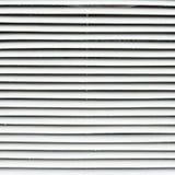 Fragment d'abat-jour de fenêtre en métal blanc Photographie stock libre de droits