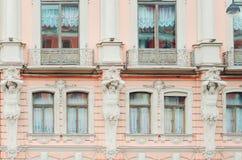 Fragment d'un beau bâtiment historique de la ville de St Petersburg Plan rapproché photos libres de droits