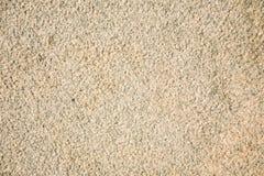 Fragment d'un granit beige faisant face à la dalle Surface en pierre scabreuse non traitée de granit beige naturel image stock