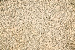 Fragment d'un granit beige faisant face à la dalle Surface en pierre scabreuse non traitée de granit beige naturel images stock
