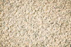 Fragment d'un granit beige faisant face à la dalle Surface en pierre scabreuse non traitée de granit beige naturel image libre de droits