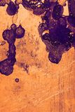 Fragment d'un morceau malpropre en métal avec les taches colorées, Ba texturisé photo stock