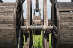 Fragment d'une catapulte en bois antique photographie stock libre de droits