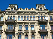 Fragment d'une façade de construction sur Nevsky Prospekt Photo libre de droits