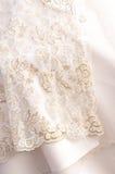 Fragment d'une robe de mariage Images stock