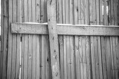 Fragment d'une vieille barrière en bois grise Texture en bois Texture, fond Vieille surface peinte en bois Image noire et blanche images libres de droits