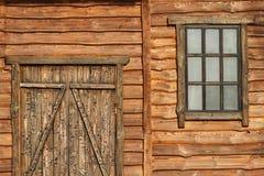 Fragment d'une vieille maison en bois Image libre de droits