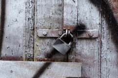 Fragment d'une vieille porte en bois Photo libre de droits