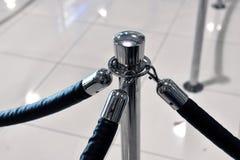 Fragment de barrière avec le support employant aux aéroports Photos libres de droits