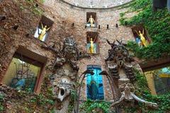 Fragment de cour principale dans le théâtre de Dali Photos libres de droits