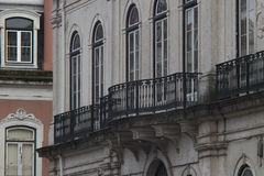 Fragment de façade avec des balcons Images stock