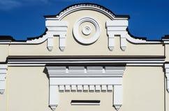 Fragment de finir la façade d'un bâtiment antique Photo stock