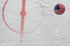 Fragment de l'arène d'hockey avec les inscriptions et le lavage américain Photo stock