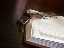 Fragment de l'ouverture quotidienne ouverte une table photographie stock
