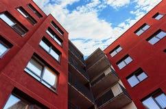 Fragment de la construction individuelle résidentielle de luxe moderne de maison de rapport photos libres de droits