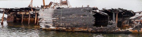 Fragment de la décomposition, du bateau abandonné sur le rivage, d'un symbole de décadence et de dégradation image libre de droits