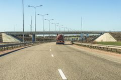 Fragment de la M-route internationale ukrainienne de route, Kiev se reliant avec la côtelette proche de frontière hongroise Image libre de droits