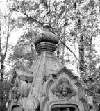 Fragment de la vieille nécropole dans le cimetière Image libre de droits