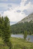 Fragment de lac de montagne. Image libre de droits