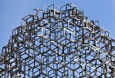 Fragment de monument à l'art contemporain sur la place dans Helsin Photographie stock