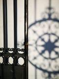 Fragment de porte en métal photographie stock