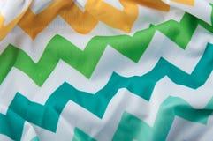 Fragment de tissu avec le modèle de zigzag Photographie stock