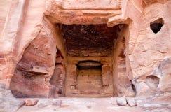 Fragment de tombeau de palais dans PETRA Photos libres de droits